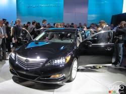 La remplaçante de la RL - La nouvelle berline porte-étendard d'Acura, la RLX 2014, a été présentée en première mondiale au Salon de l'auto de Los Angeles 2012. Encore une fois, elle se fait entraîner par ses roues avant.
