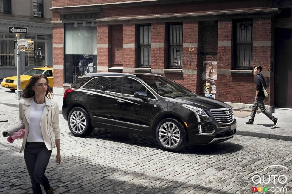 2017 Cadillac XT5 driving