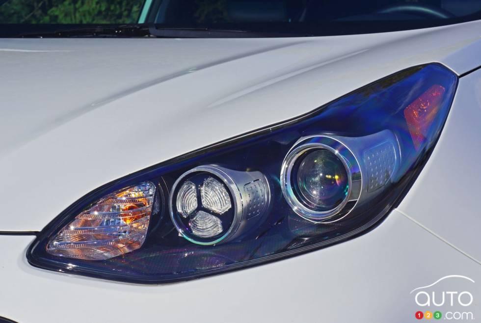 2017 Kia Sportage headlight
