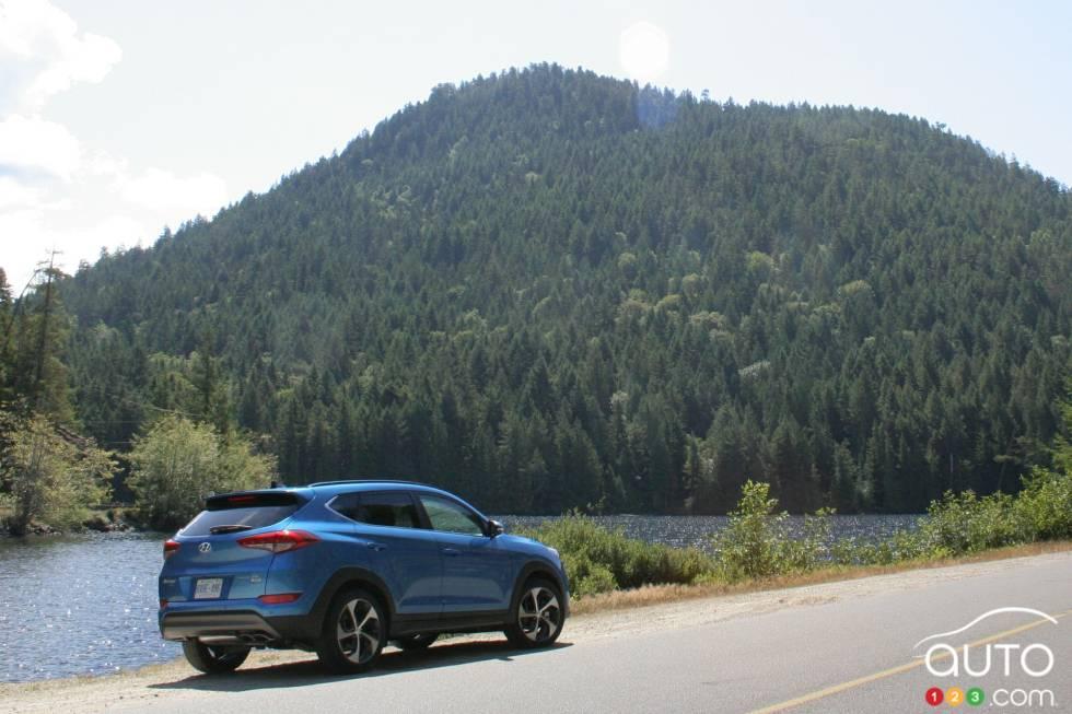 2016 Hyundai Tucson rear 3/4 view