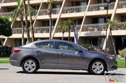 Now with family values - The new-for-2013 Acura ILX succeeds in distancing itself from the Honda on which it is based. It's especially the case now that this entry-level car is introduced in the U.S. market.  Fun to drive, well-equipped, comfortable, the 2013 ILX is a worthy member of the family: Finally, Acura gets an entry-level car that should no longer be compared to a Honda.