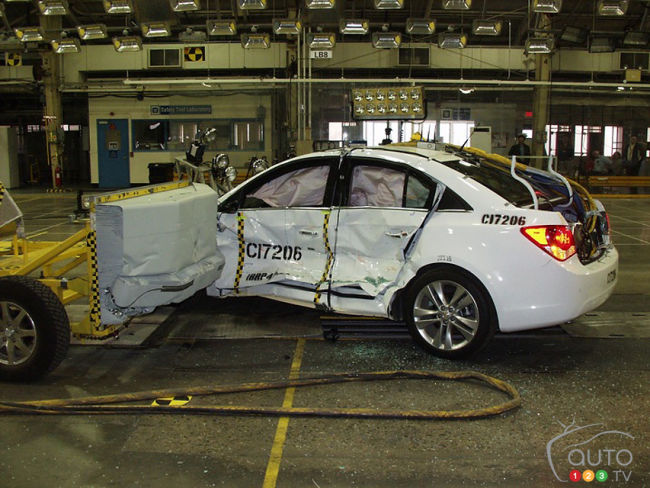 Chevrolet Cruze 2011 test de collision