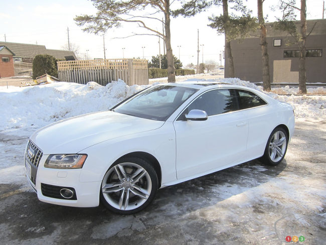 2012 Audi S5 coupe front 3/4 view