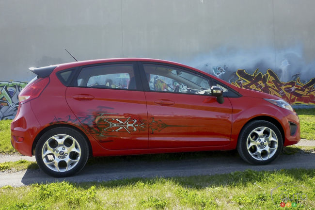 2012 Ford Fiesta Hatchback SES right side view