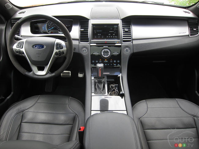 2013 Ford Taurus SHO dashboard