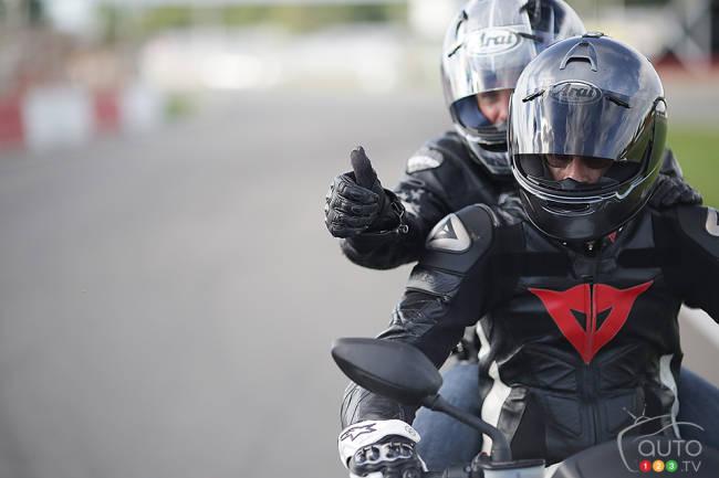 Comment être une bonne passagère en moto