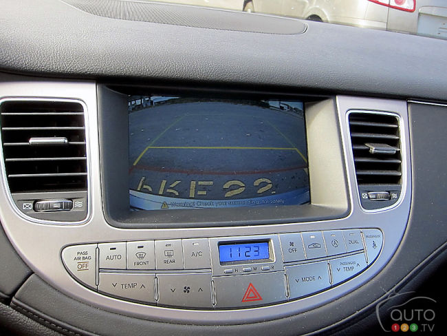 2012 Hyundai Genesis 3.8 sedan backup camera