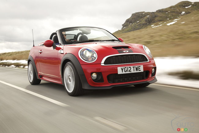 2012 MINI Cooper Roadster front 3/4 view