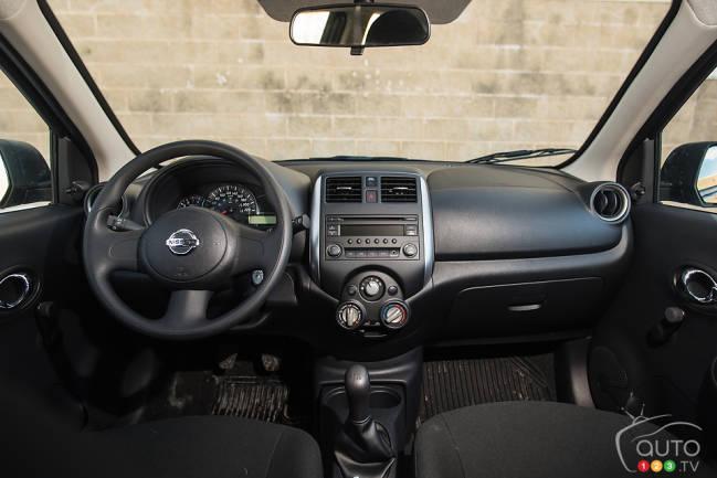 Nissan Micra S 2015 habitacle