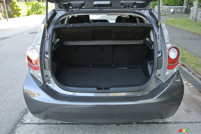 2013 toyota prius c technology review. Black Bedroom Furniture Sets. Home Design Ideas