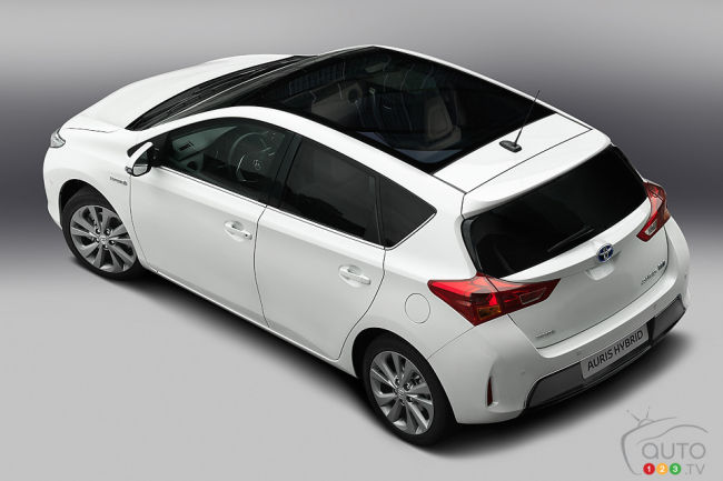 Toyota Auris rear 3/4 view