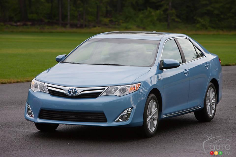 2013 Toyota Camry Hybrid 3/4 View