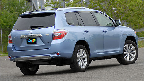 The 2008 Toyota Highlander Hybrid Receives Mixed Reviews