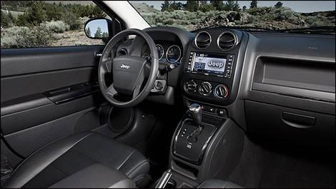 Jeep compass limited 4rm 2009 essai routier essai for Interieur jeep compass