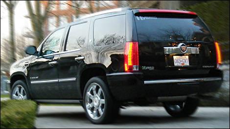 cadillac escalade hybride 2009 essai routier essai routier actualit s automobile auto123. Black Bedroom Furniture Sets. Home Design Ideas