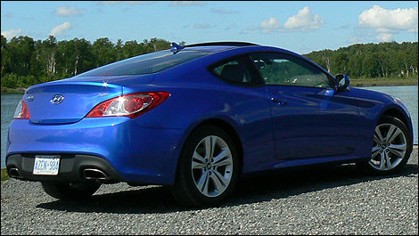 2010 Hyundai Genesis Coupe 2.0T Review (video)