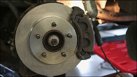 Are Your Brakes Trying To Tell You Something Car News Auto123
