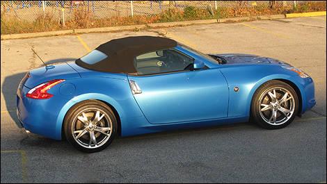 2010 Nissan 370z Roadster Review Editors Review Car Reviews Auto123