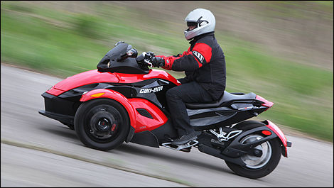 Can Am Spyder Roadster >> 2010 Can Am Spyder Rs Roadster Review Editor S Review Car Reviews