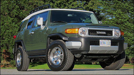 2010 toyota fj cruiser review editor 39 s review car. Black Bedroom Furniture Sets. Home Design Ideas