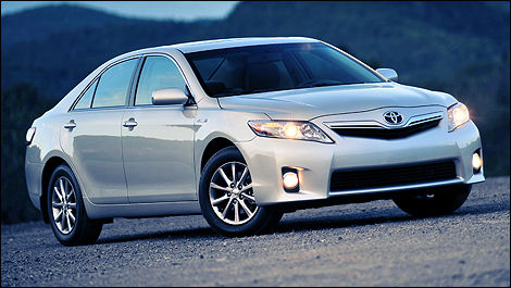 The Camry Hybrid Is Nowrecognizable By Its Original, More Expressive  Grille, Its Exclusive Wheels And Rear Bumper And Its LED Tail Lamps.
