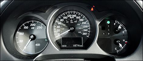 The Tachometer Is Replaced By A KW Gauge That Measures Power Consumption  Not Rpm. (Photo: Charles Renny/Auto123.com)