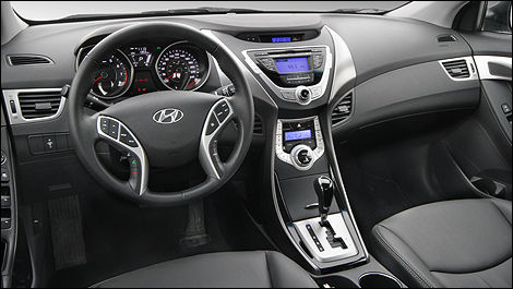 The Unique Dashboard Combines Form With Function. (Photo: Luc  Gagné/Auto123.com)