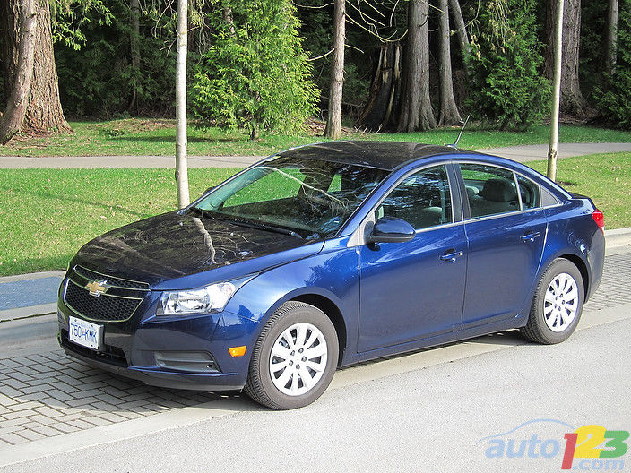 2011 Chevrolet Cruze LT Turbo Review Editor's Review | Car ...