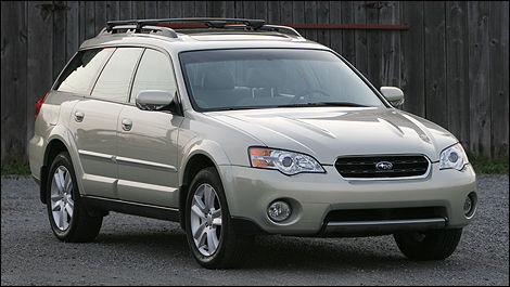 2007 Subaru Outback front 3/4 view