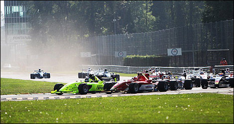 Départ de la course à Monza. (Photo: Formula Two)