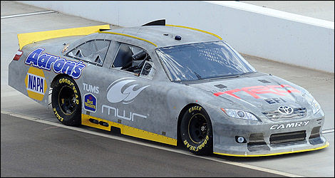 La voiture du Michael Waltrip Racing avec l'injection électronique (EFI). (Photo: NASCAR)