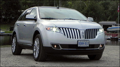 2011 Lincoln MKX AWD front 3/4 view
