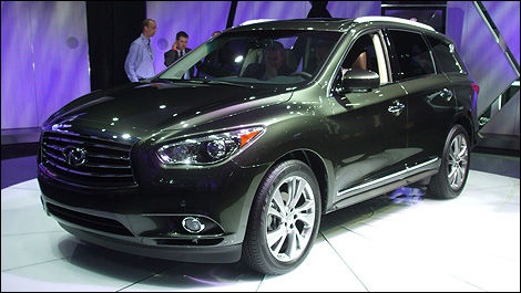 2013 Infiniti JX front 3/4 view