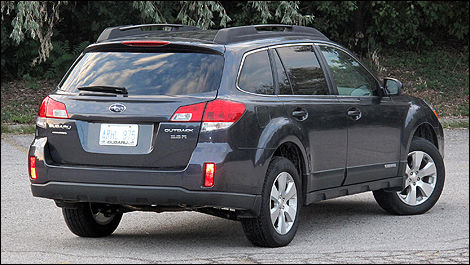2011 subaru outback 3 6r limited review editor 39 s review car reviews auto123. Black Bedroom Furniture Sets. Home Design Ideas