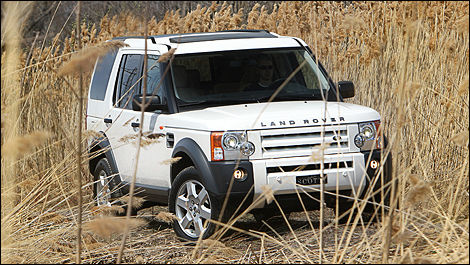 2008 Land Rover LR3 front 3/4 view