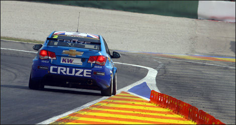Rob Huff pilotant la Chevrolet Cruze (Photo: WTCC)