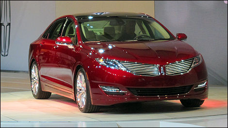 2013 Lincoln MKZ front 3/4 view