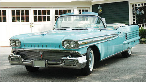 1958 Oldsmobile Super 88 Convertible, couleur sonic blue