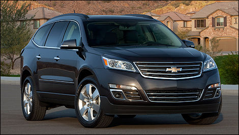 2013 Chevrolet Traverse front 3/4 view