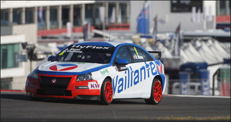 Alain Menu en tant que Michel Vaillant (Photo: FIA WTCC.com)