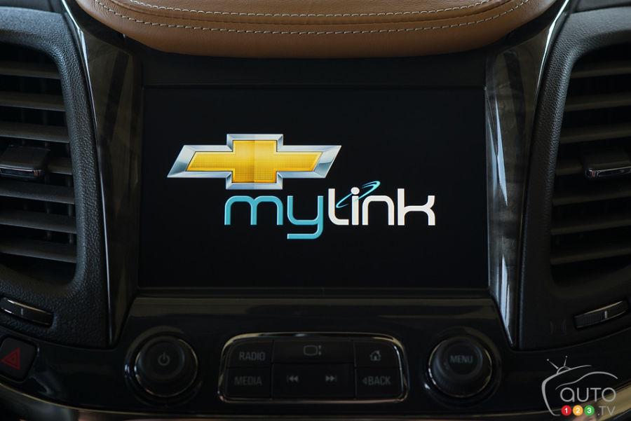 Gm Debuts Brand New Mylink System Car News Auto123