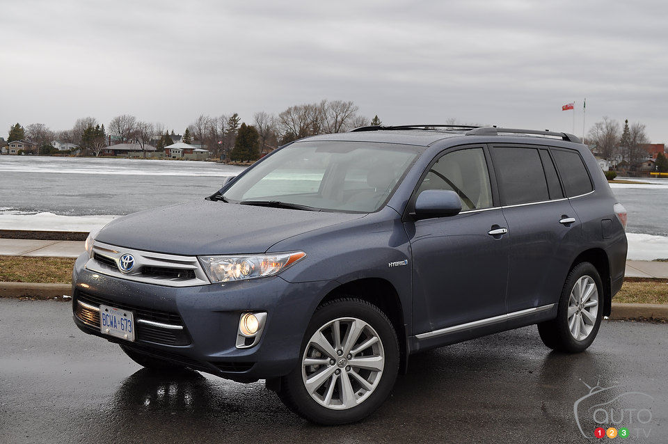 Review Highlights. 2013 Toyota Highlander ...