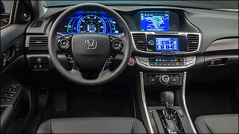 Honda Accord hybride 2014 habitacle