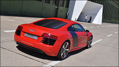 2013 Audi R8 e-tron rear 3/4 view