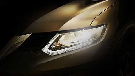 2014 Nissan Rogue headlight