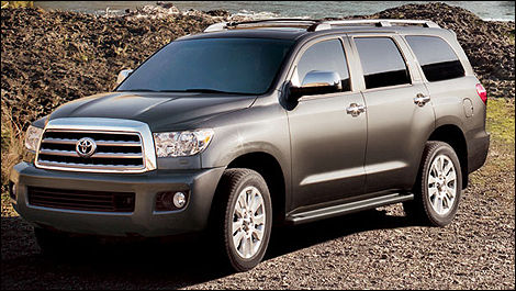 2014 Toyota Sequoia front 3/4 view