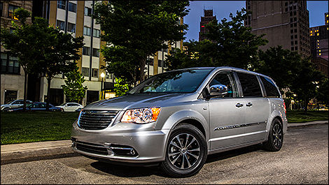 Chrysler Town & Country Touring-L 2014 édition 30ieme anniversaire