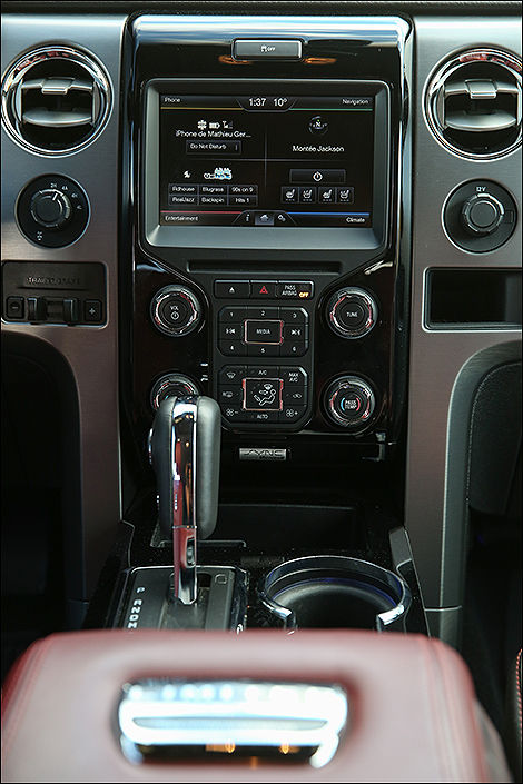 Ford F-150 Limited 2013 console