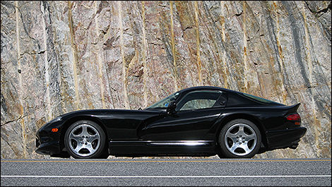 2000 Dodge Viper GTS side view