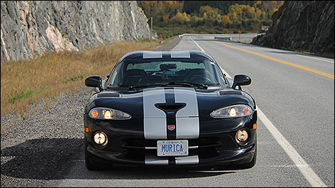 2000 Dodge Viper GTS front view